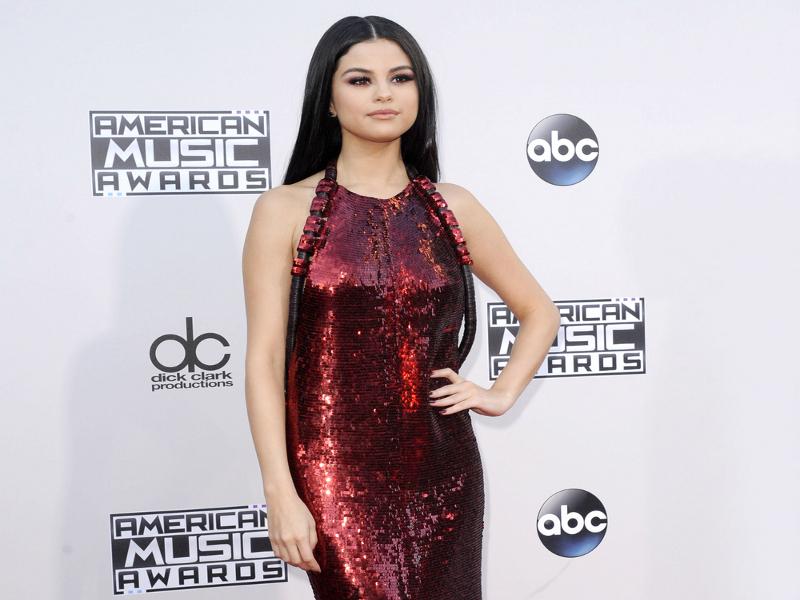 nude sunbathing Selena gomez